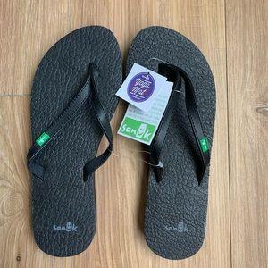 Sanuk Women's Yoga Spree 4 Flip Flops. Size 6 NWT